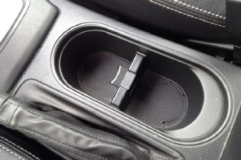 2014-subaru-forester-xt-cupholder
